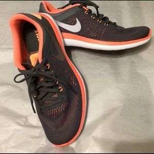 Nike women's flex running shoe dark grey mango 7.5