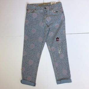 Arizona Jean Company Other - NWTs! Arizona Gray & Pink Floral Crop Jeans