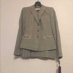 Tahari Other - TAHARI PETITE two piece suit