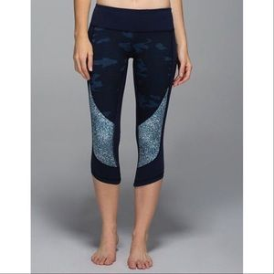 lululemon athletica Pants - Lululemon Camo Oil Slick Wunder Under Crops Skinny
