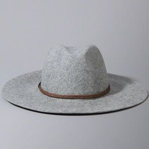 Abercrombie & Fitch Accessories - NWT Abercrombie and Fitch Braid Band Felt Hat