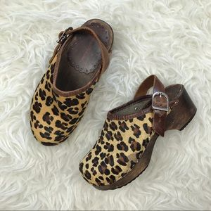 Hanna Andersson Other - Hanna Andersson Leopard Calf Hair Clogs