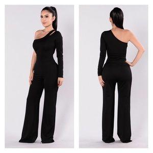 Fashion Nova Pants - 🎀FASHION NOVA Black jumpsuit one sleeve size 2x🎀