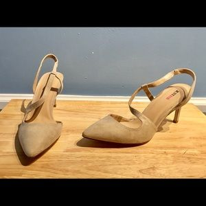 Shoes - Fabulous Faux Suede Heels!! NWOT! Cool Cream🌺💐🌻