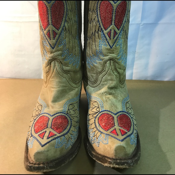 b0496a07ca68 corral Shoes - Corral Boots Antique Hearts Peace Sign Wings
