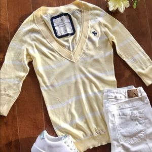 ✨Abercrombie & Fitch V-neck sweater✨