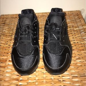 Nike Other - Hauraches - ALL BLACK - NEW CONDITION