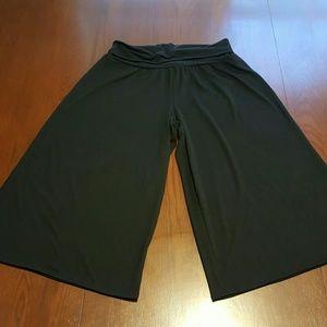 Joe B Pants - Joe B 1X flared gaucho pants rolled top waist NWOT