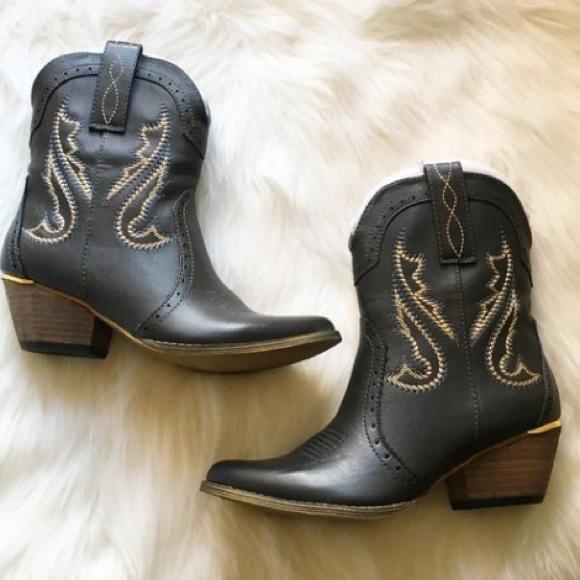 20e5c28dbac Very volatile Markie black boots