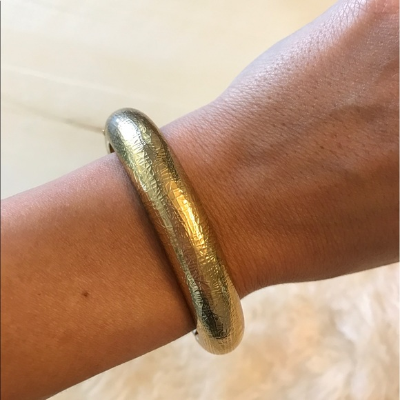 Jewelry - Gold hammered bangle