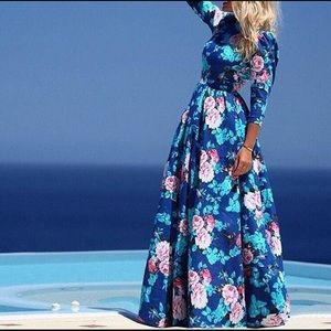 Dresses & Skirts - Blue floral maxi dress