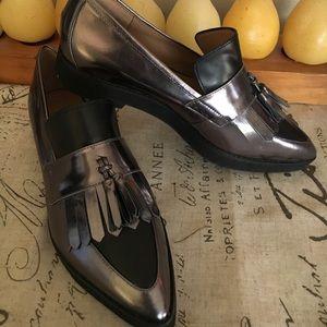 Metallic tasseled loafers