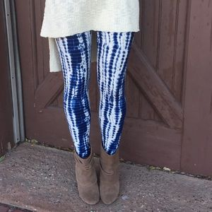 Infinity Raine Pants - Blue tie-dye print leggings