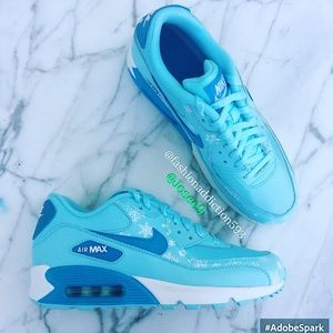 Nike Shoes - Women's ❄️☃ Nike Air Max sneakers