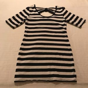 Stripped bow back dress