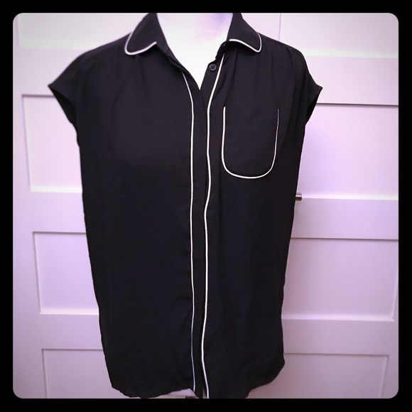 4d518fa3 Ann Taylor Loft Tops | Short Sleeve Blouse With Piping | Poshmark