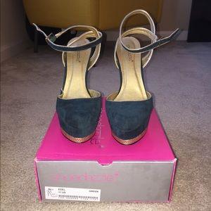 Women's Platform Green/Gold Heel *WORN ONCE*