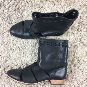 A.P.C. Shoes - Madras by A.P.C. cut out summer Boots Black