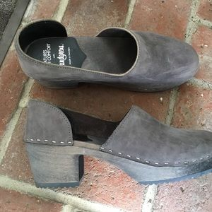 Swedish Hasbeens Shoes - Sz 42 Wooden Grey Suede Clogs Creatures of Comfort