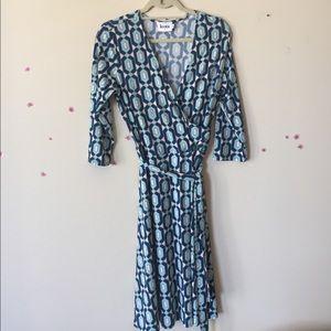 Leota Dresses & Skirts - Leota Patterned Wrap Dress