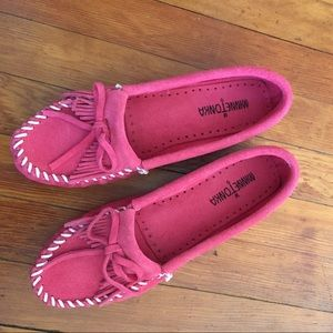 Minnetonka Shoes - NIB • MINNETONKA PINK MOCCASINS