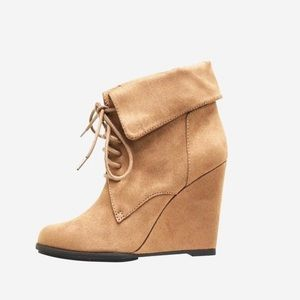FIONI Clothing Shoes - Fioni Wedge Tie-up Booties in Suede Tan. BNWOT!👢