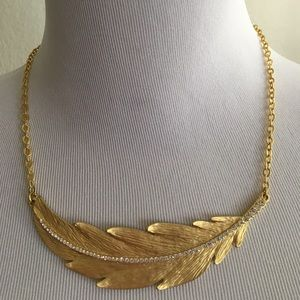 Jewelry - Feather leaf necklace with rhinestones