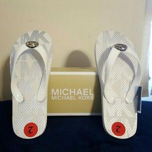 NWTGirl Michael Kors White Flip Flop Jetaet Size 2