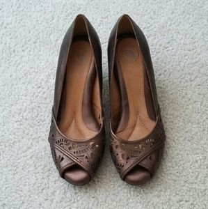 NEW Nurture Leather Peep Toe Heels
