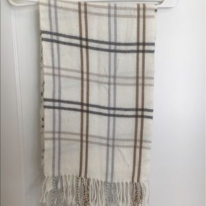 Accessories - Beautiful neutral plaid scarf