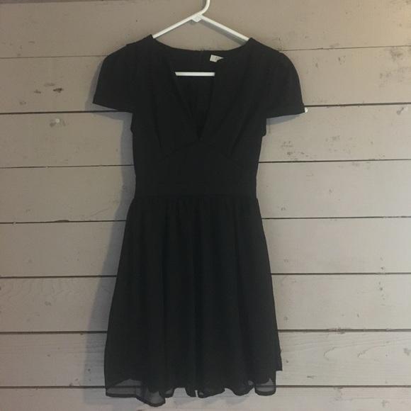 8ea79c6b23 Tobi Chiffon Dress. M 58e943bdb4188e64e10209ba