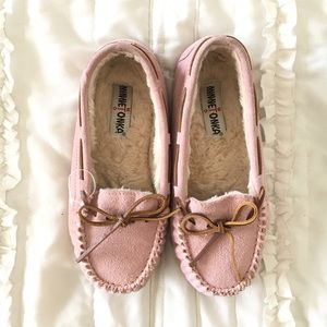 Minnetonka Shoes - Minnetonka Baby Pink Slippers