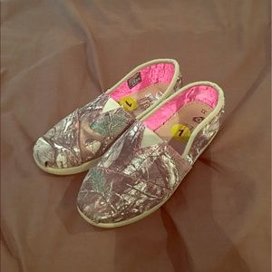 bobs Other - Bobs camo youth size 1