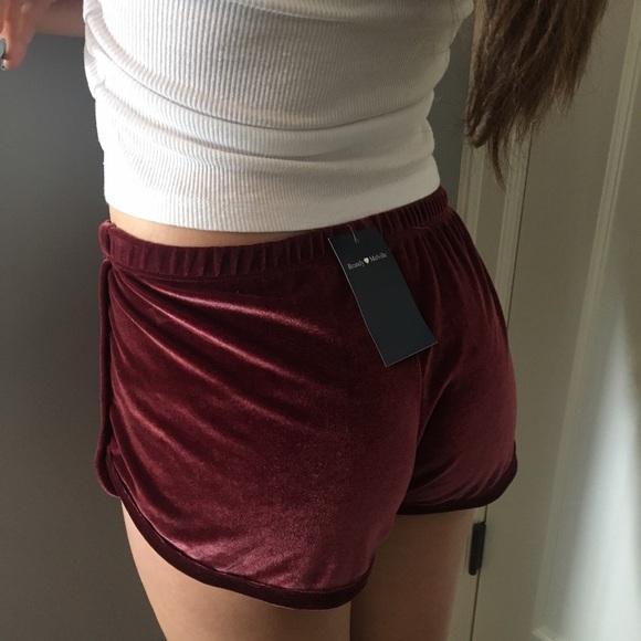 e88d644399297 Burgundy brandy Melville velvet shorts