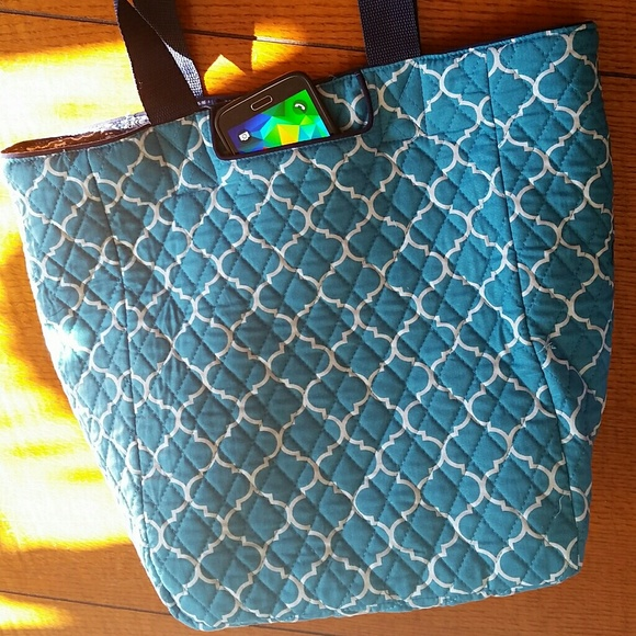 d8d4b2b403 NWT Reversible Quilted Tote Bag
