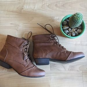 Breckelles Shoes - Lace Up Faux Leather Oxford Booties