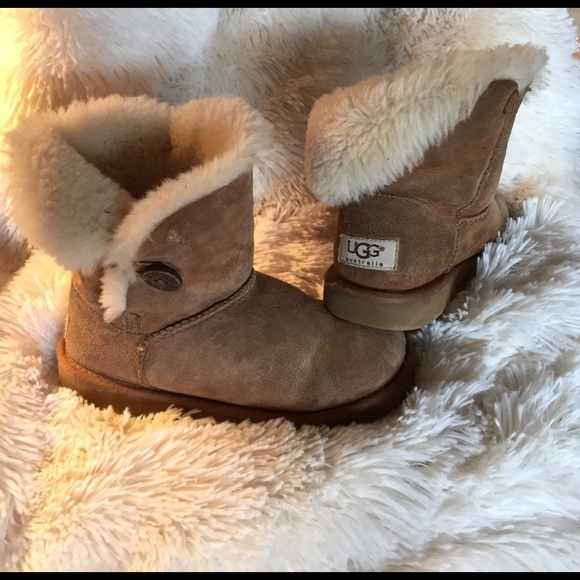 43b34412080 wholesale ugg bailey button 2 fawn over ce834 d9cab
