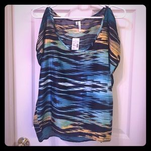 Studio Y Tops - Beautiful cold shoulder , patterned top. NWT.