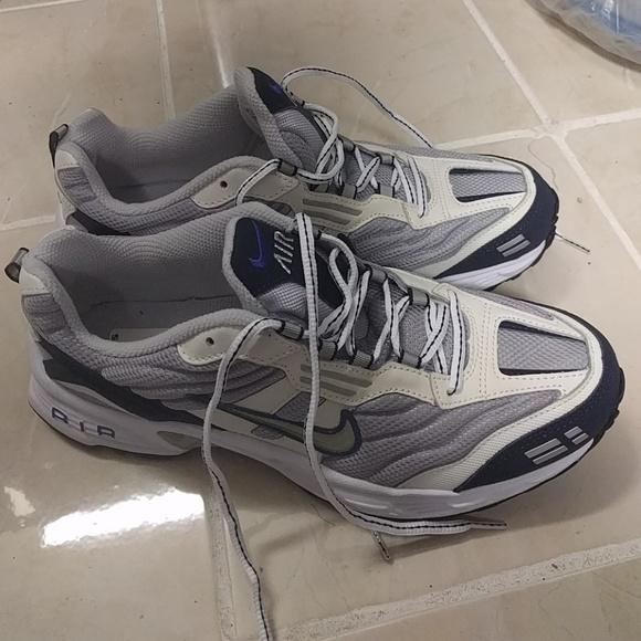 sale retailer ef8c0 72697 NWOT Nike shoe sneaker jogging casual NWT