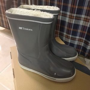Tretorn Shoes - EUC TRETORN skerry winter rain boots