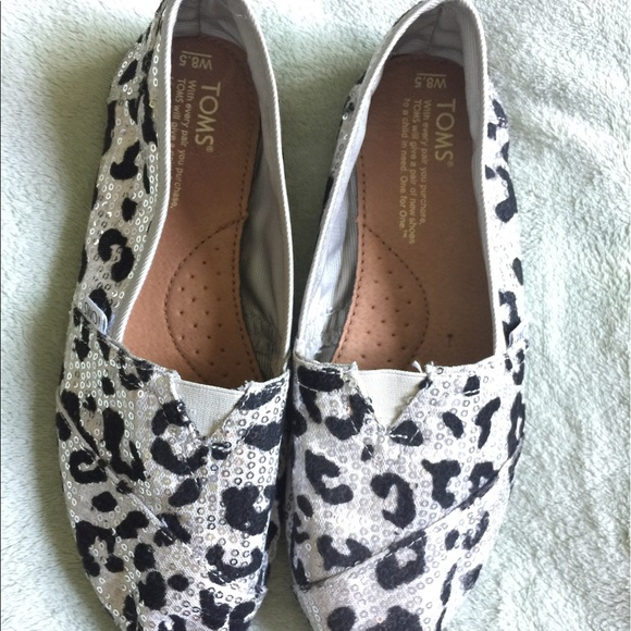 50ac7cd4255 TOMS Shoes - ⚡️FINAL PRICE⚡️TOMS sequin leopard print slip-ons
