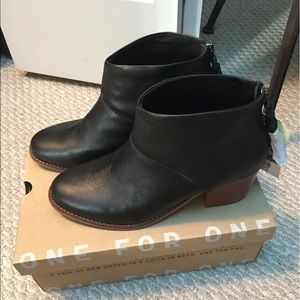 NWT TOMS Black Leather Leila Bootie