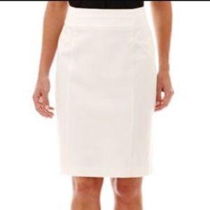 Worthington modern fit porcelain beige skirt