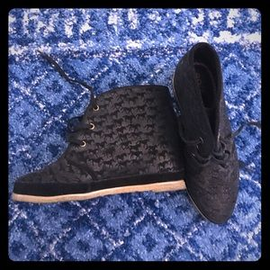 80%20 Shoes - Black leather closed toe hidden wedge