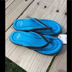 Speedo Shoes - Nwt, speedo foam cushioned flip flops!