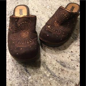 Bongo brown clog