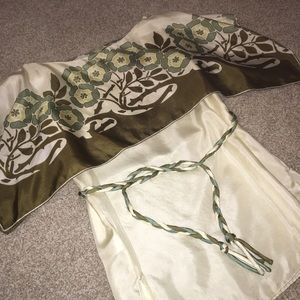 Chelsea & Violet Tops - New Silk Chelsea & Violet Cream Blouse Small