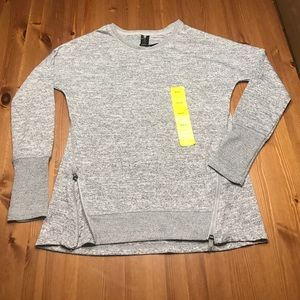 Active Life Tops - NWT grey crew neck with zippers 🌺