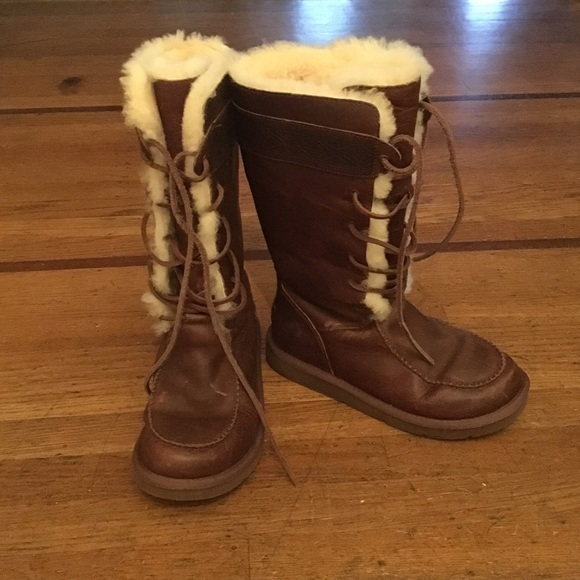 b3e2de63c49 UGG Tularosa lace up boots. Size 7.5.