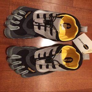 Vibram Shoes - NIB Vibram Fivefingers Bikila LS Sz 37